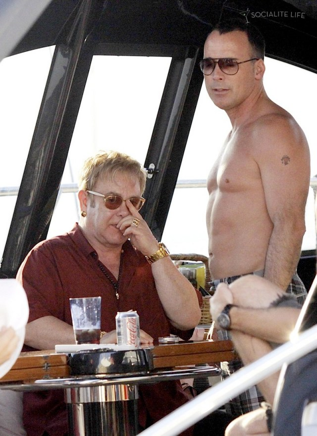 gallery_enlarged-elton-john-david-furnish-saint-tropez-08182009-01