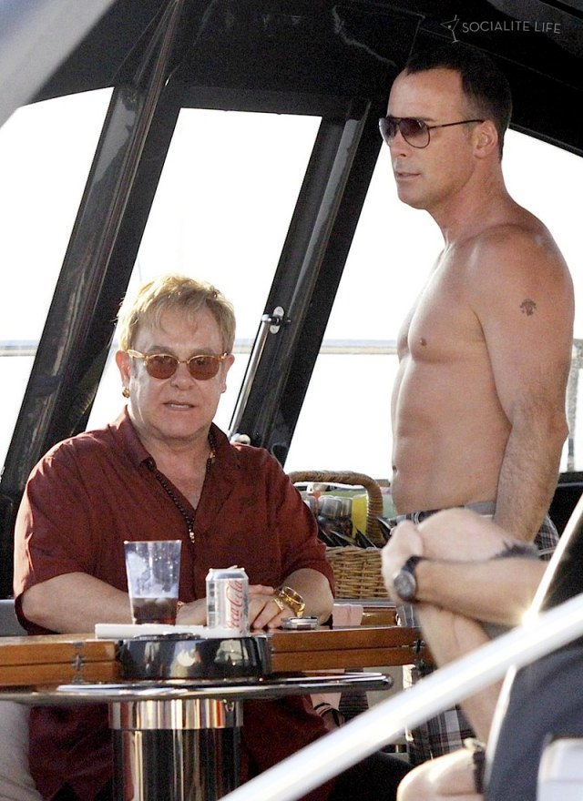 gallery_enlarged-elton-john-david-furnish-saint-tropez-08182009-03