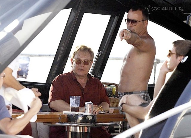 gallery_enlarged-elton-john-david-furnish-saint-tropez-08182009-04