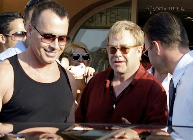 gallery_enlarged-elton-john-david-furnish-saint-tropez-08182009-17