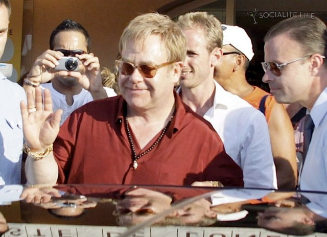gallery_enlarged-elton-john-david-furnish-saint-tropez-08182009-20