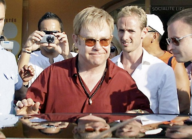 gallery_enlarged-elton-john-david-furnish-saint-tropez-08182009-21