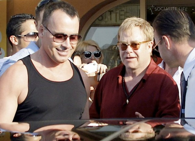 gallery_enlarged-elton-john-david-furnish-saint-tropez-08182009-22