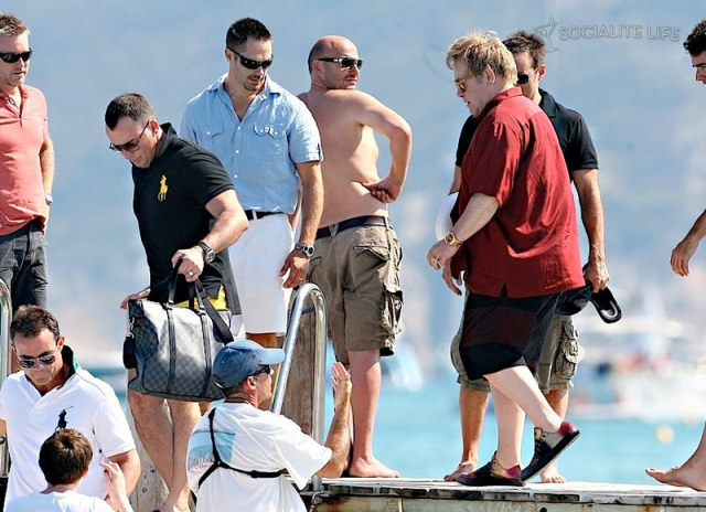 gallery_enlarged-elton-john-david-furnish-saint-tropez-08182009-33