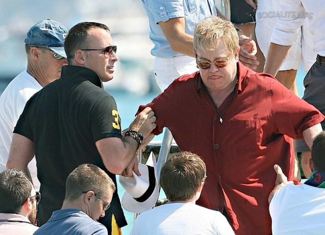 gallery_enlarged-elton-john-david-furnish-saint-tropez-08182009-35