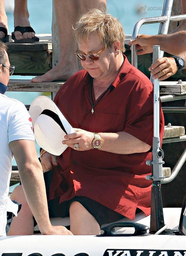 gallery_enlarged-elton-john-david-furnish-saint-tropez-08182009-36