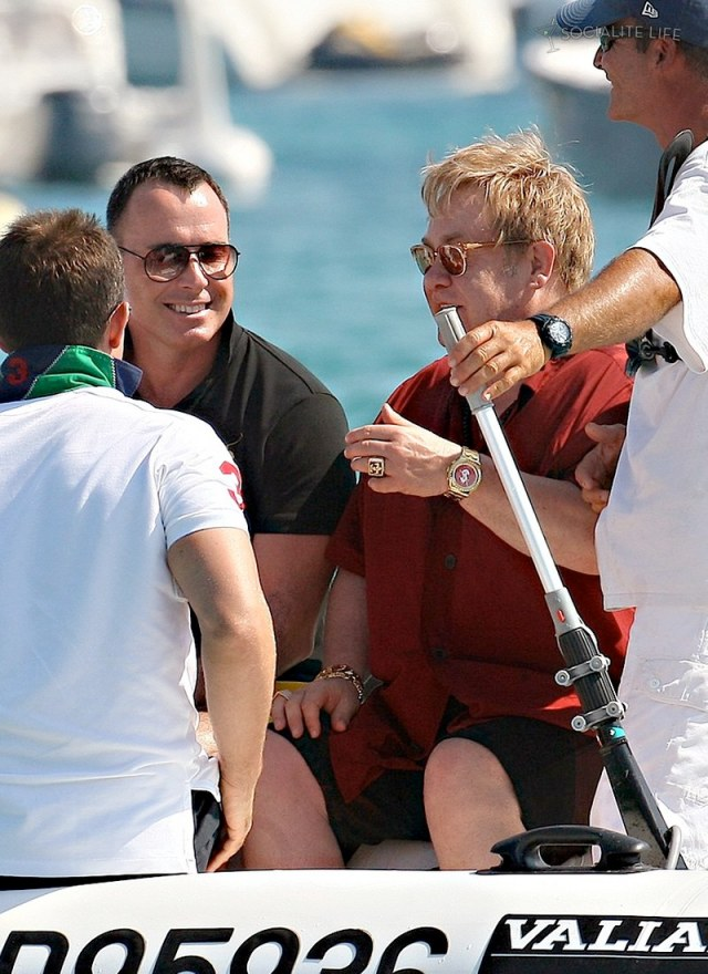 gallery_enlarged-elton-john-david-furnish-saint-tropez-08182009-37